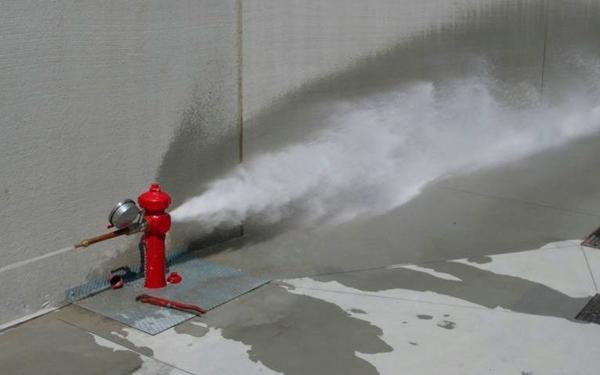 impianto antincendio all'esterno del capannone